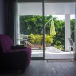 La baie vitrée dans la chambre