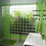 La salle de bains lumineuse